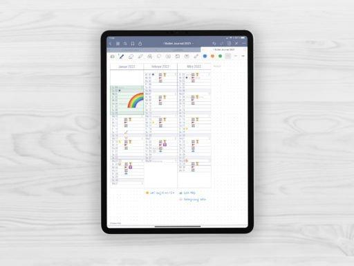 Produktbild (jpg) zeigt eine Seite der Quartalsuebersicht mit nebeneinander dargestellten Monaten des grauen Bullet Journals ohne Register mit einem Beispiel